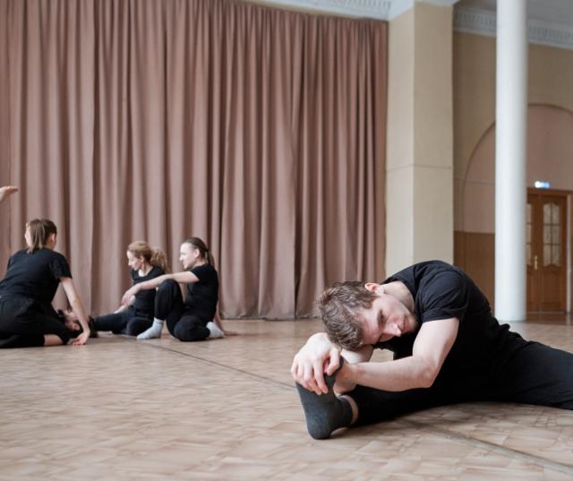 Dance class stretchers